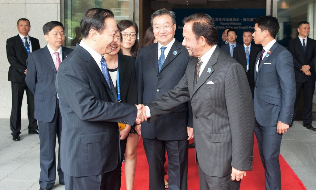 His Majesty greeting Peng Qinghua, Party Secretary of Guangxi Zhuang Autonomous Region yesterday at CABIS.
